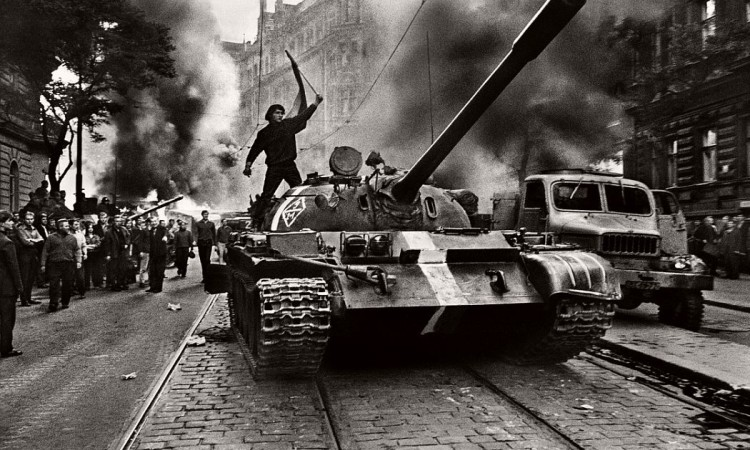 Josef Koudelka – Invasion 68 Prague