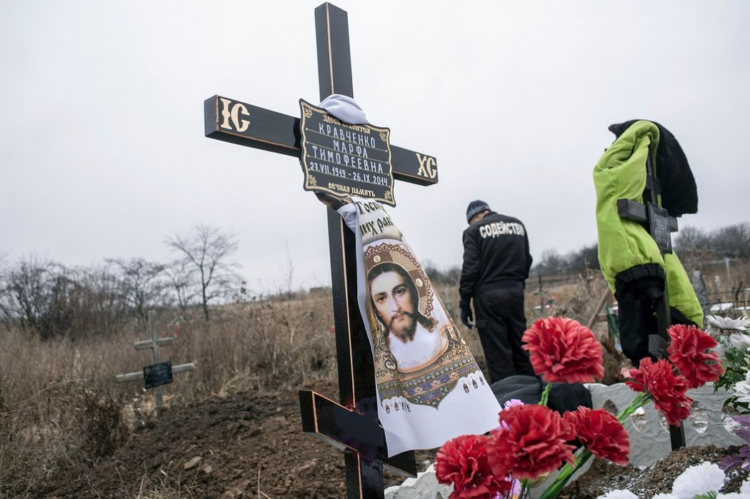 UKRAINE. Khartcizsk, East Ukraine. November 28, 2014. Grave diggers at cemetery north east of Donetsk.