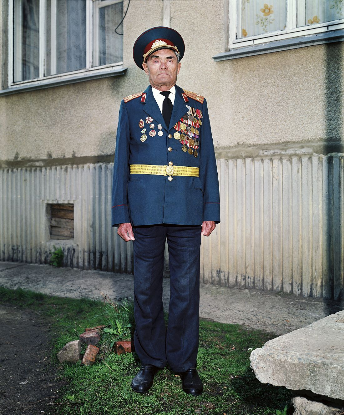 Argayash, RUSSIA, 2003 - Porait of war veteran Rachimov Bazhayevich in his appartment in the village Argayash..© ROB HORNSTRA / +31 6 14365936