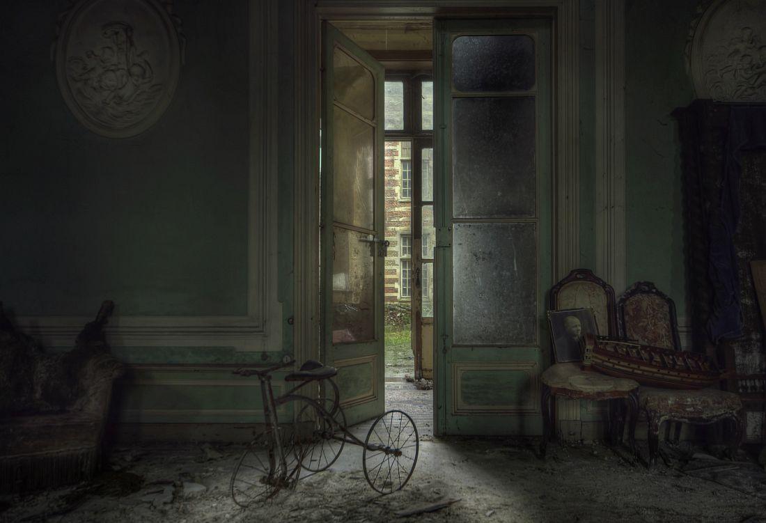andre-govia-abandoned-planet-02
