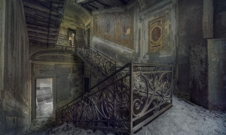 Andre Govia: Abandoned Planet