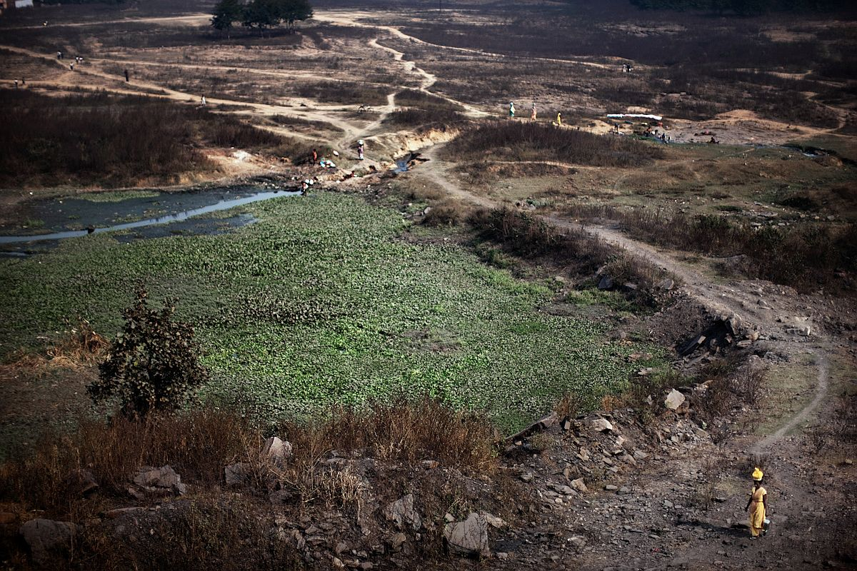 A panoramic view of one of the few remaining green areas in this mining district. Deforestation and pollution from cancer-inducing particles have completely destroyed the local agricultural economy.