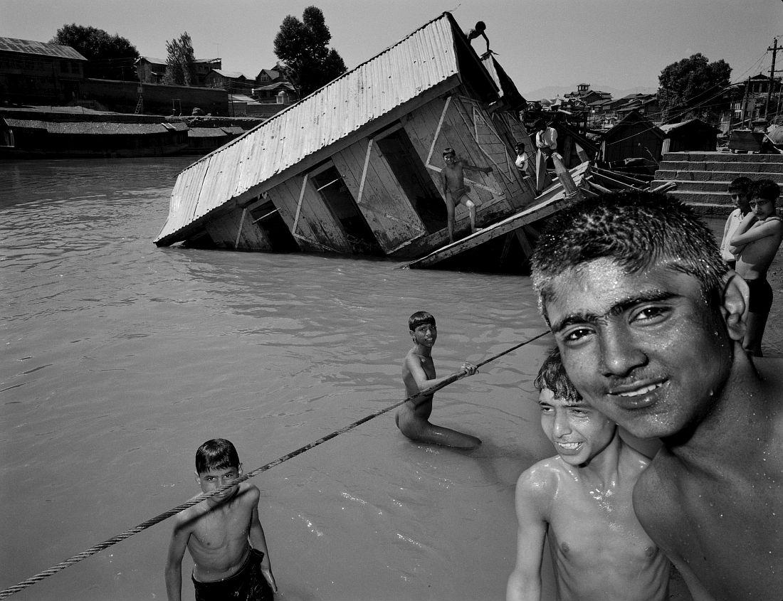 Srinagar.  Kashmir - India © Carl De Keyzer - Magnum 1993.