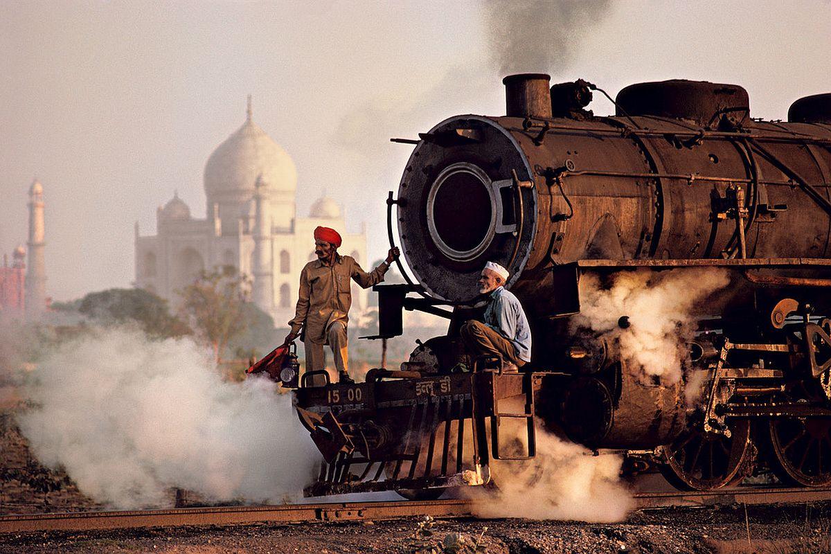 INDIA. Agra. 1983. Taj and train