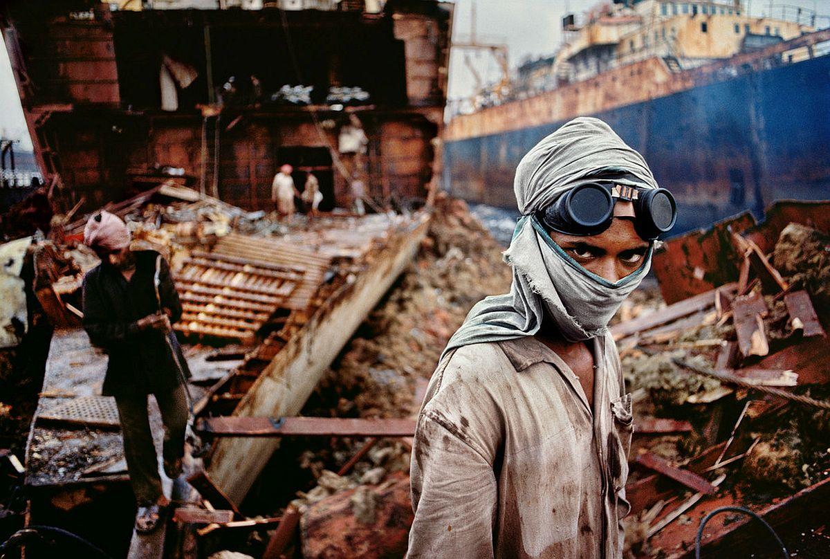 INDIA. Bombay/Mumbai. 1994. Welder in a ship-breaking yard.