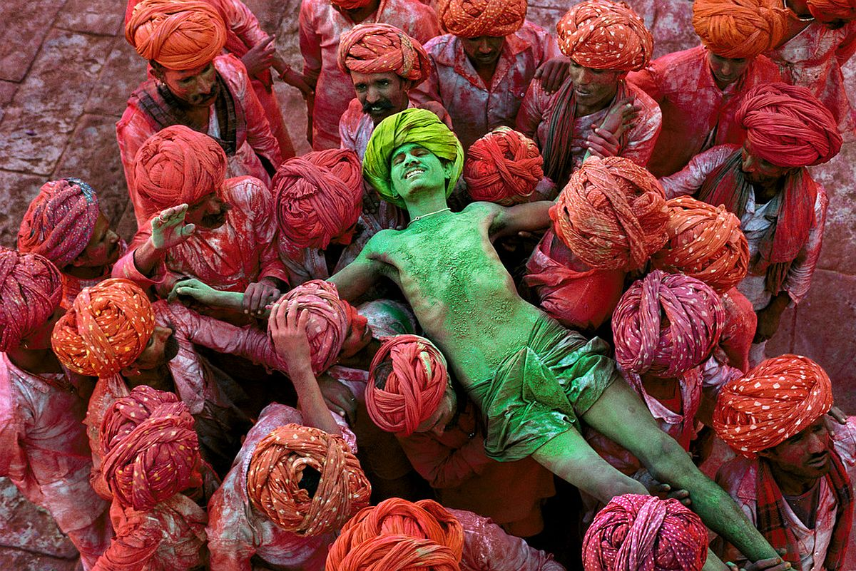 INDIA. Rajasthan. 1996. Villagers participating in the Holi Festival.