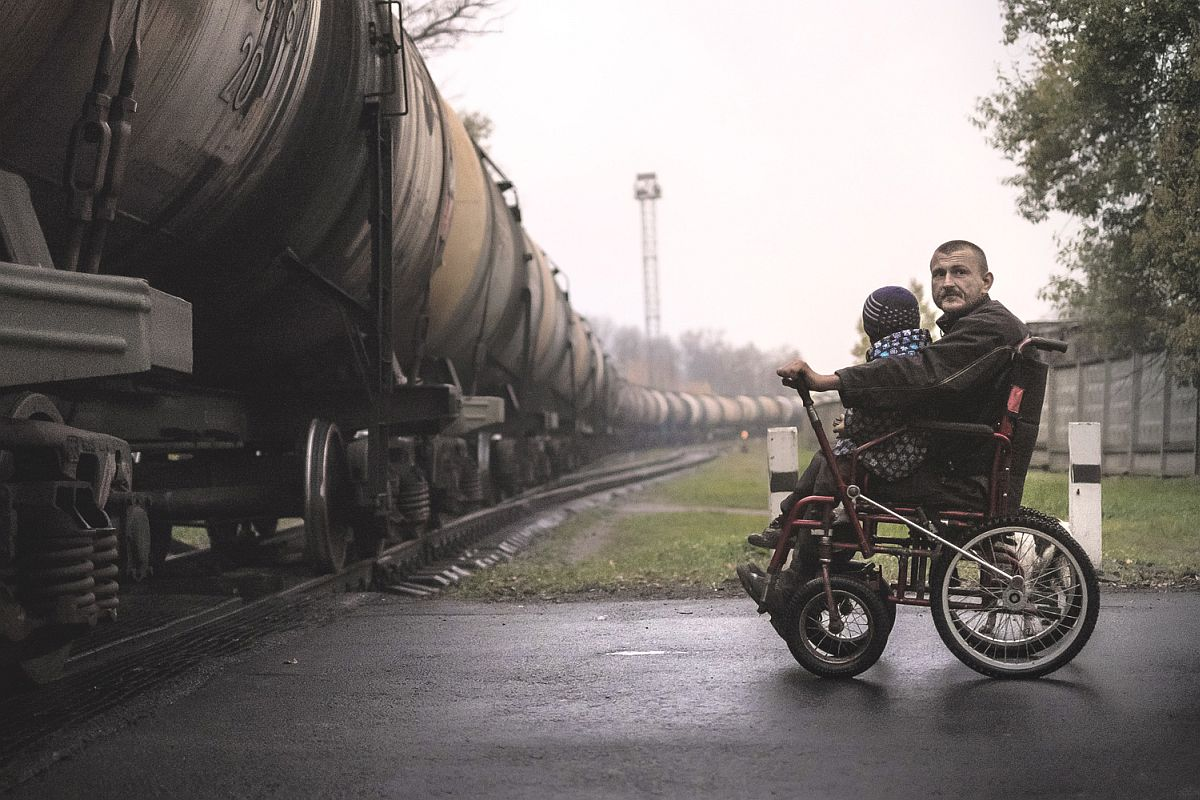 One of the major problems for Ruslan is that most of the city's spaces are not accessible. Daily, he has to travel 10-12 kilometers from his home to the city market, crossing railways, and finding himself up against obstacles such as pavement, curbs and potholes.