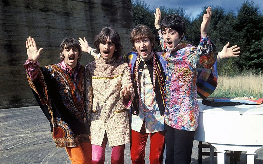 the-beatles-magical-mystery-tour-in-1967-04