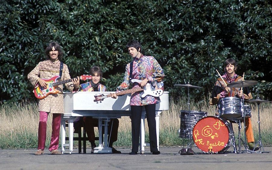 the-beatles-magical-mystery-tour-in-1967-06