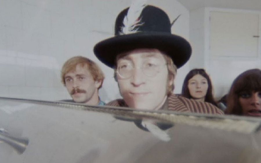the-beatles-magical-mystery-tour-in-1967-11