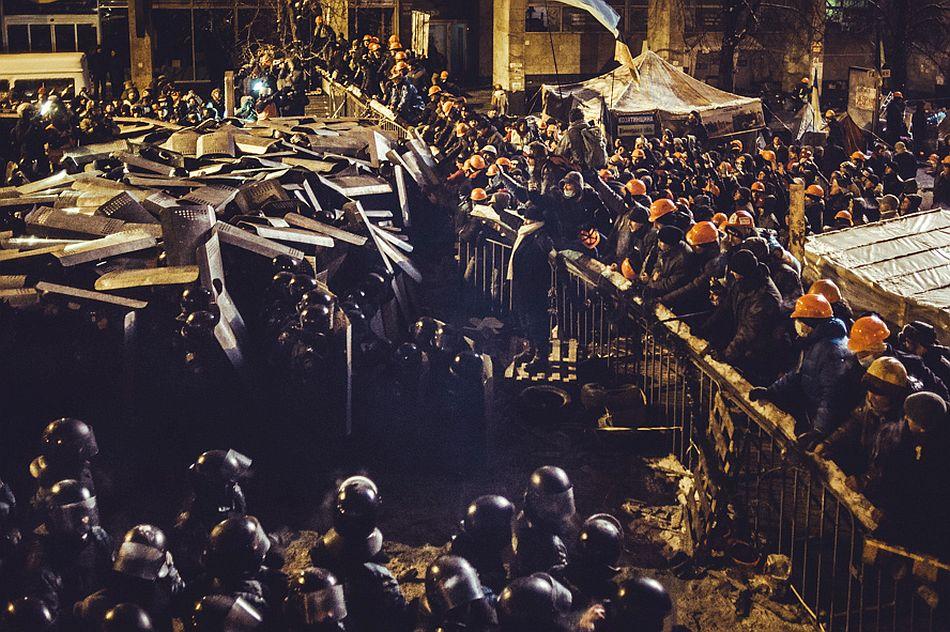 The first real attempt to clean Maidan was the night of December 10 to December 11, 2014. (RUS)Первая серьезная попытка разогнать майдан была ночью с 10 на 11 декабря.