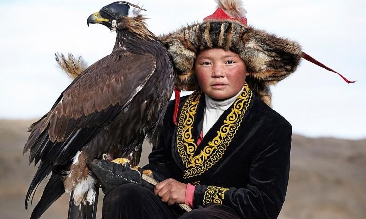 Tariq Zaidi: Hunting with Eagles