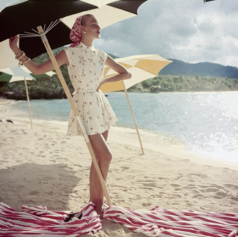 luxury-sunbathing-captured-by-vogue-1940s-and-1950s-11