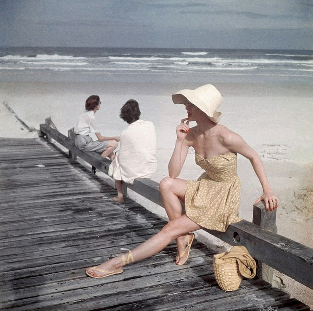 luxury-sunbathing-captured-by-vogue-1940s-and-1950s-14