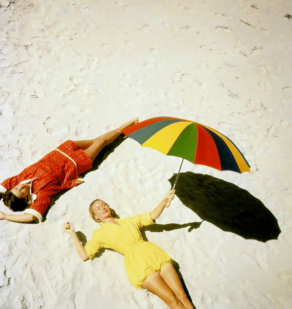 luxury-sunbathing-captured-by-vogue-1940s-and-1950s-17