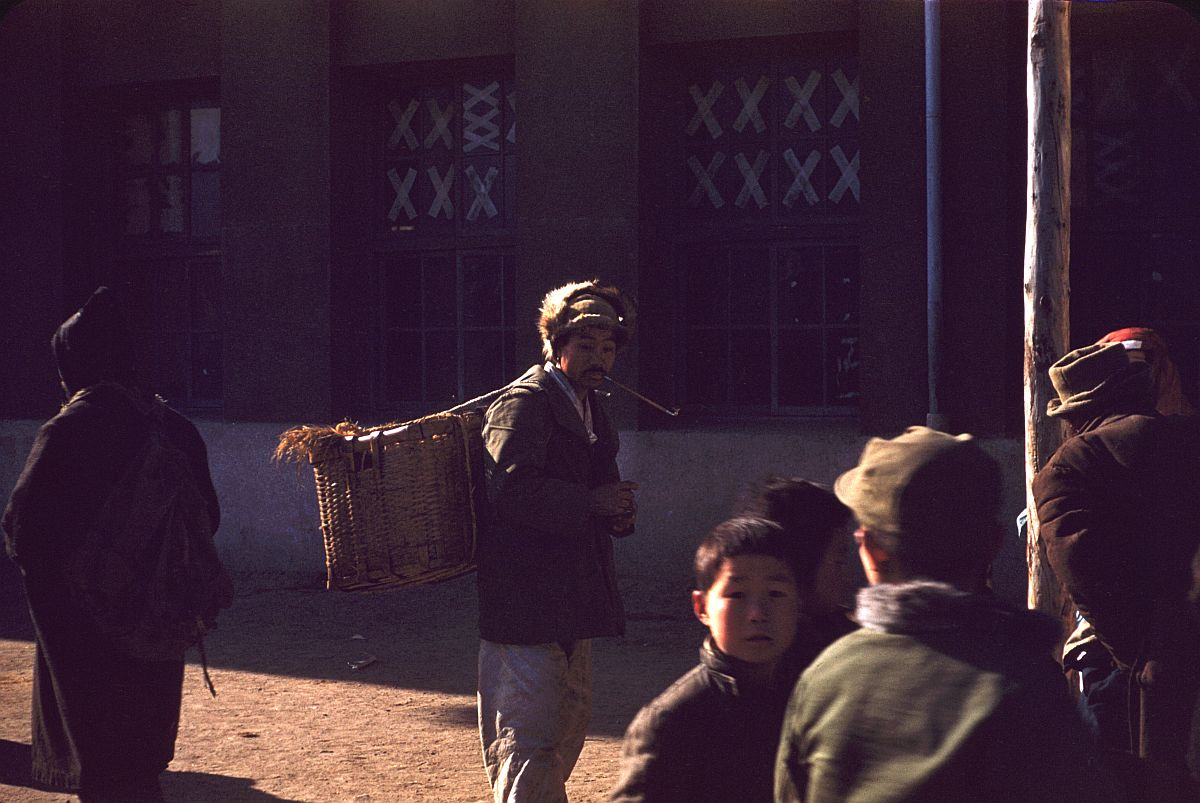 seoul-during-the-winter-korean-war-1952-06