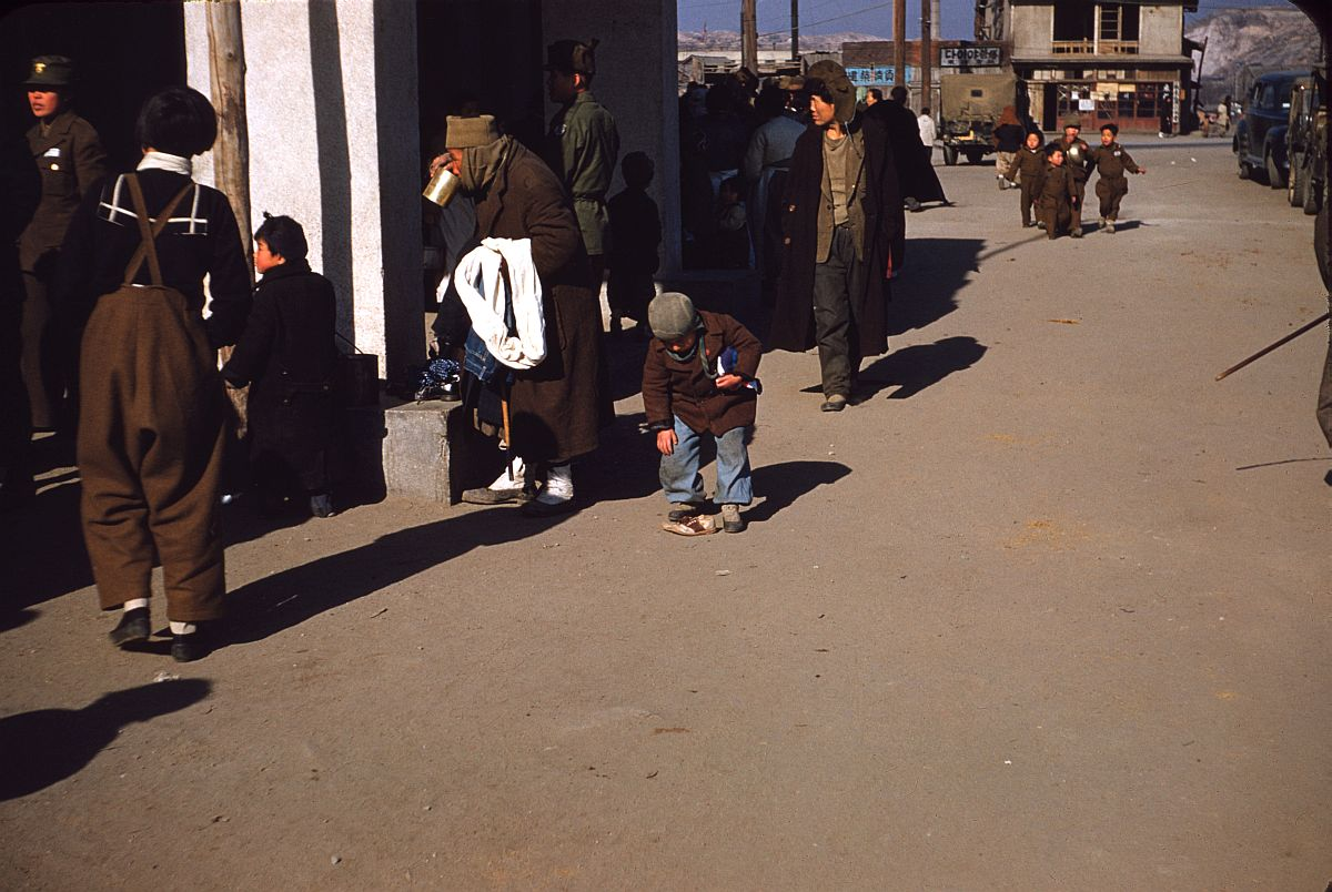 seoul-during-the-winter-korean-war-1952-07