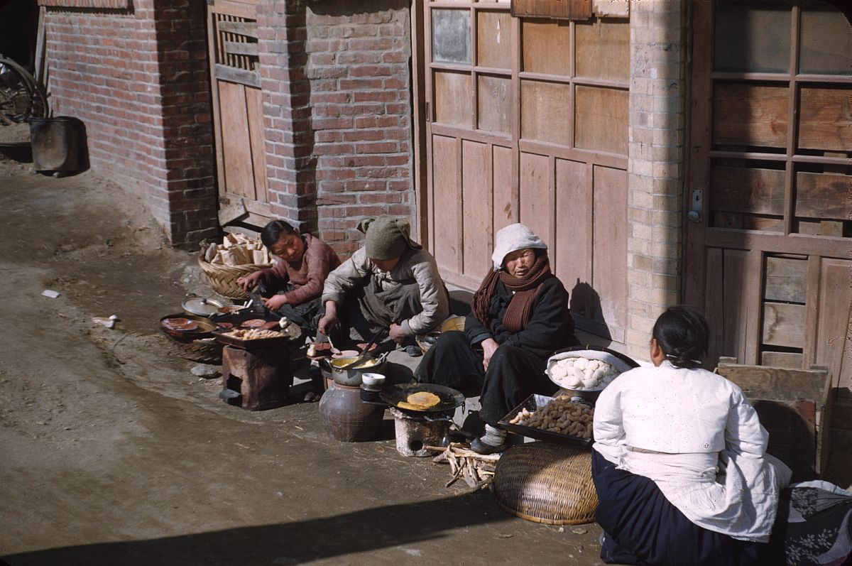 seoul-during-the-winter-korean-war-1952-09