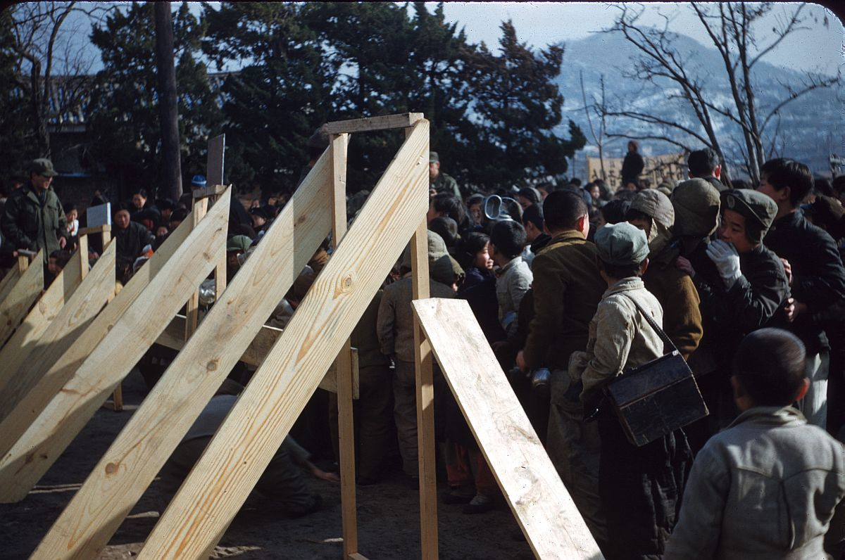seoul-during-the-winter-korean-war-1952-14