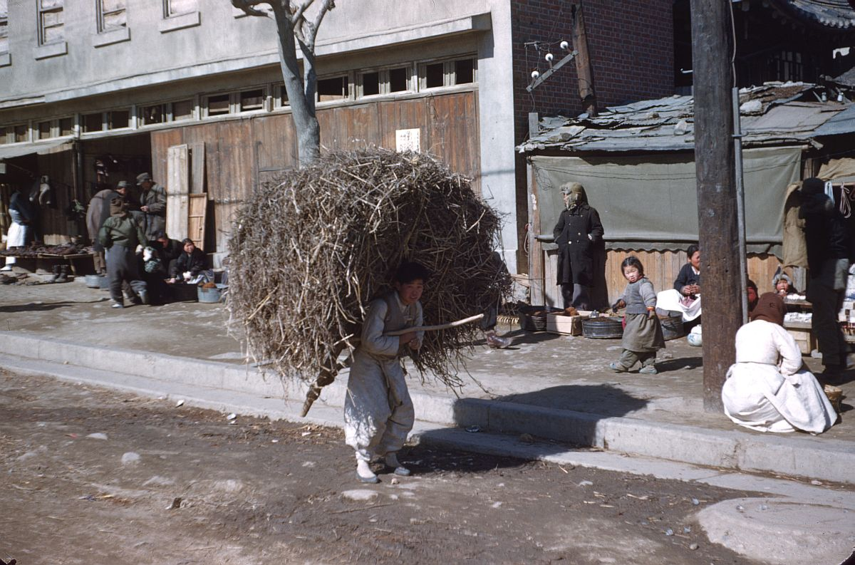 seoul-during-the-winter-korean-war-1952-19
