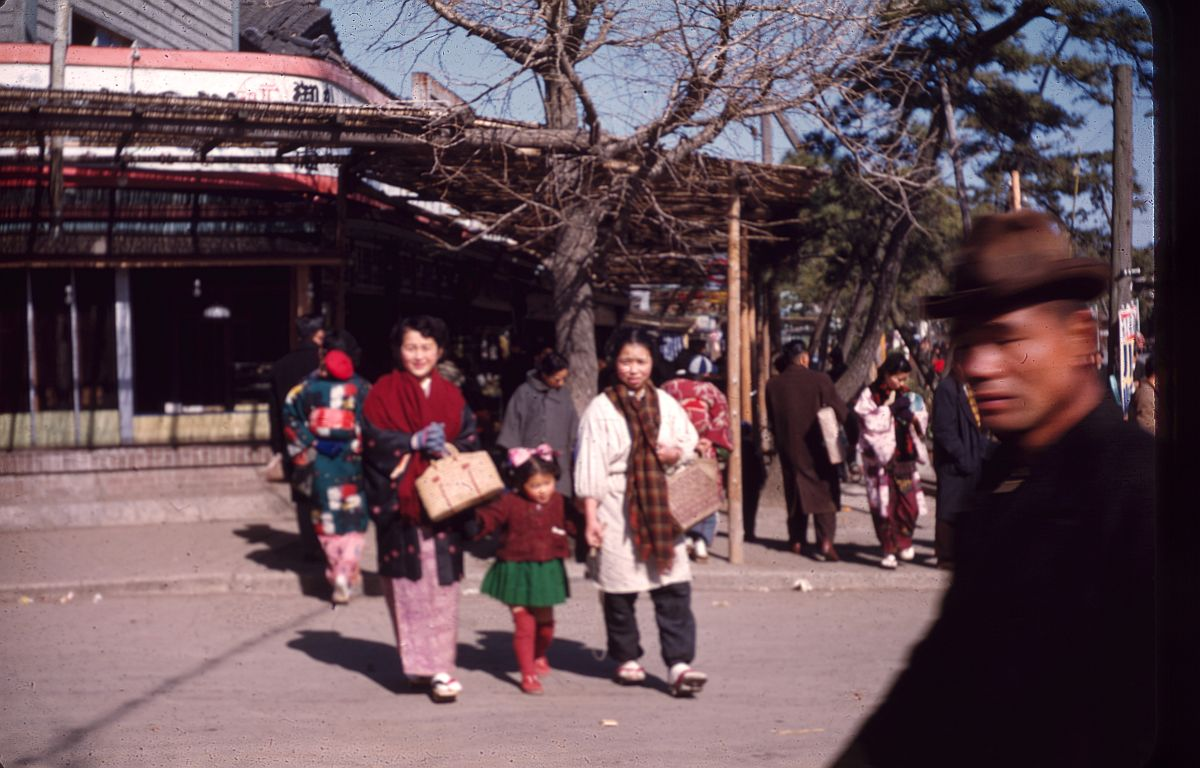 vintage-color-everyday-life-in-japan-from-1949-1951-05