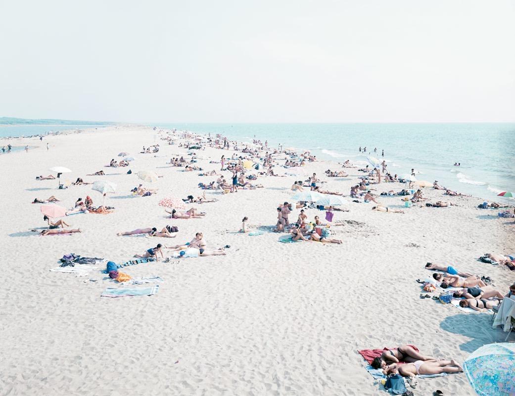Beaches-by-Massimo-Vitali-02