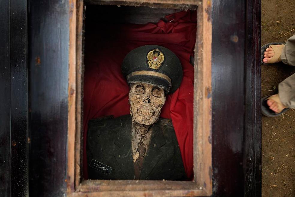 Living for Death © Alain Schroeder
