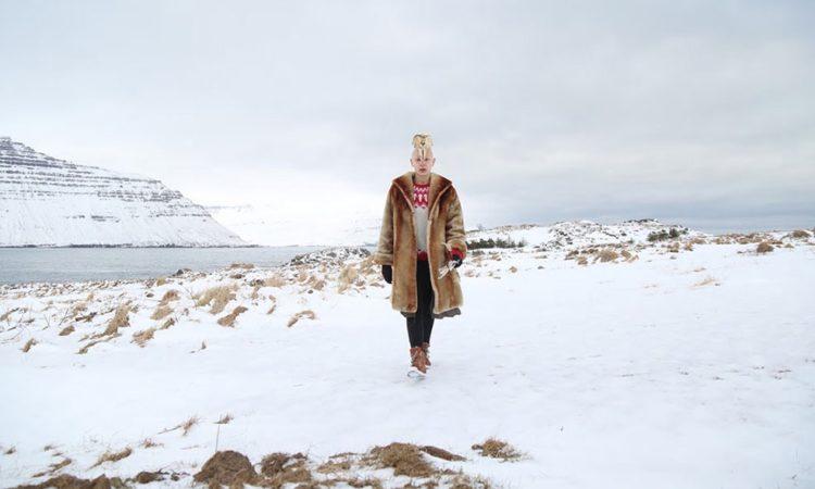 Marie Mons: Aurore Colbert